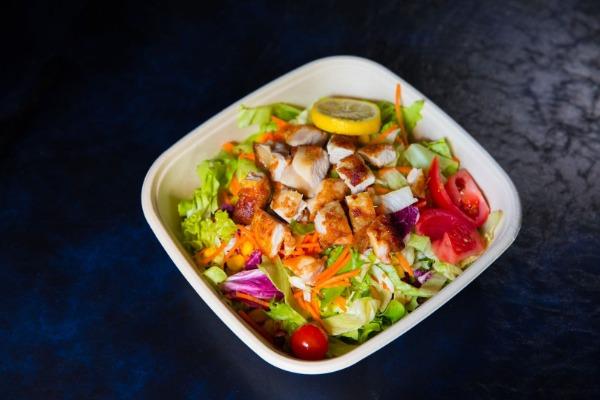 S1 Salade au poulet pané  + boisson offerte