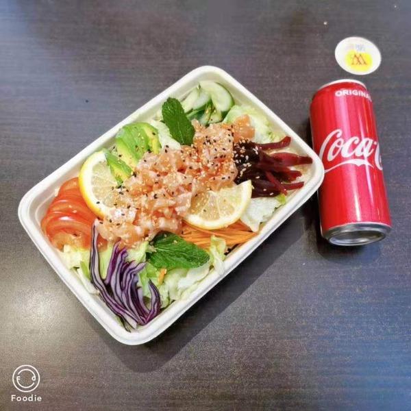 (NOUVEAUTE ) Maxi salade fraicheur au saumon + 1 boisson offerte
