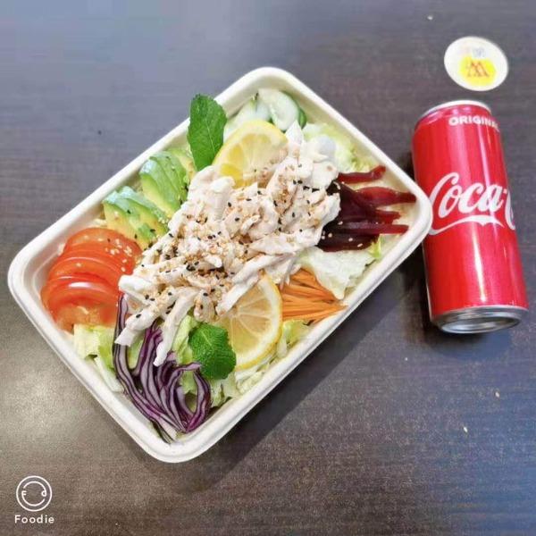 (NOUVEAUTE ) Maxi salade fraicheur au poulet + 1 boisson offerte