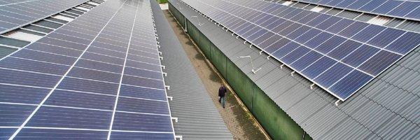 Eddy-Janssen-bij-zijn-zonnedak-financiering-via-ZonnepanelenDelen-v2.jpg